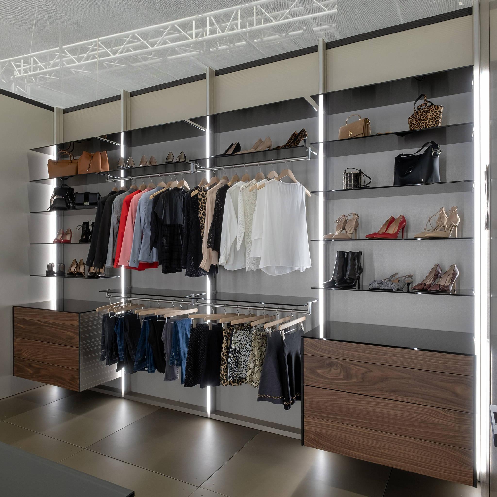 Dress Wall walk-in closet system