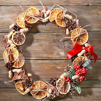 High Quality Organics Express potpourri wreath with cinnamon and oranges