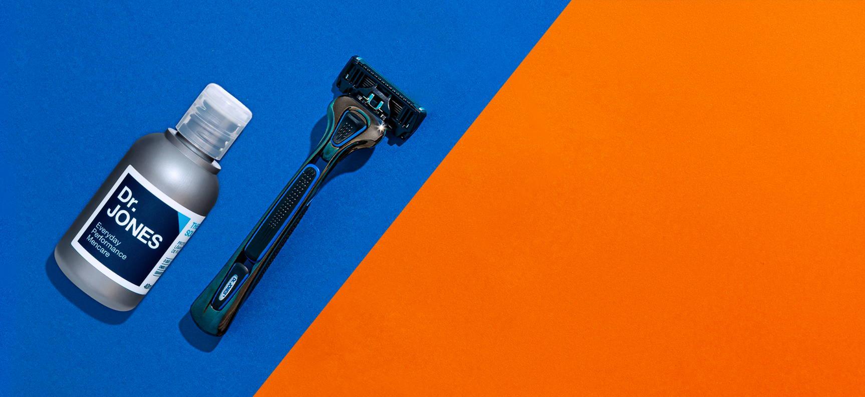 Mini Balm para barbear The Shaving Solution e Aparelho de barbear The Razor sobre fundo azul e laranja