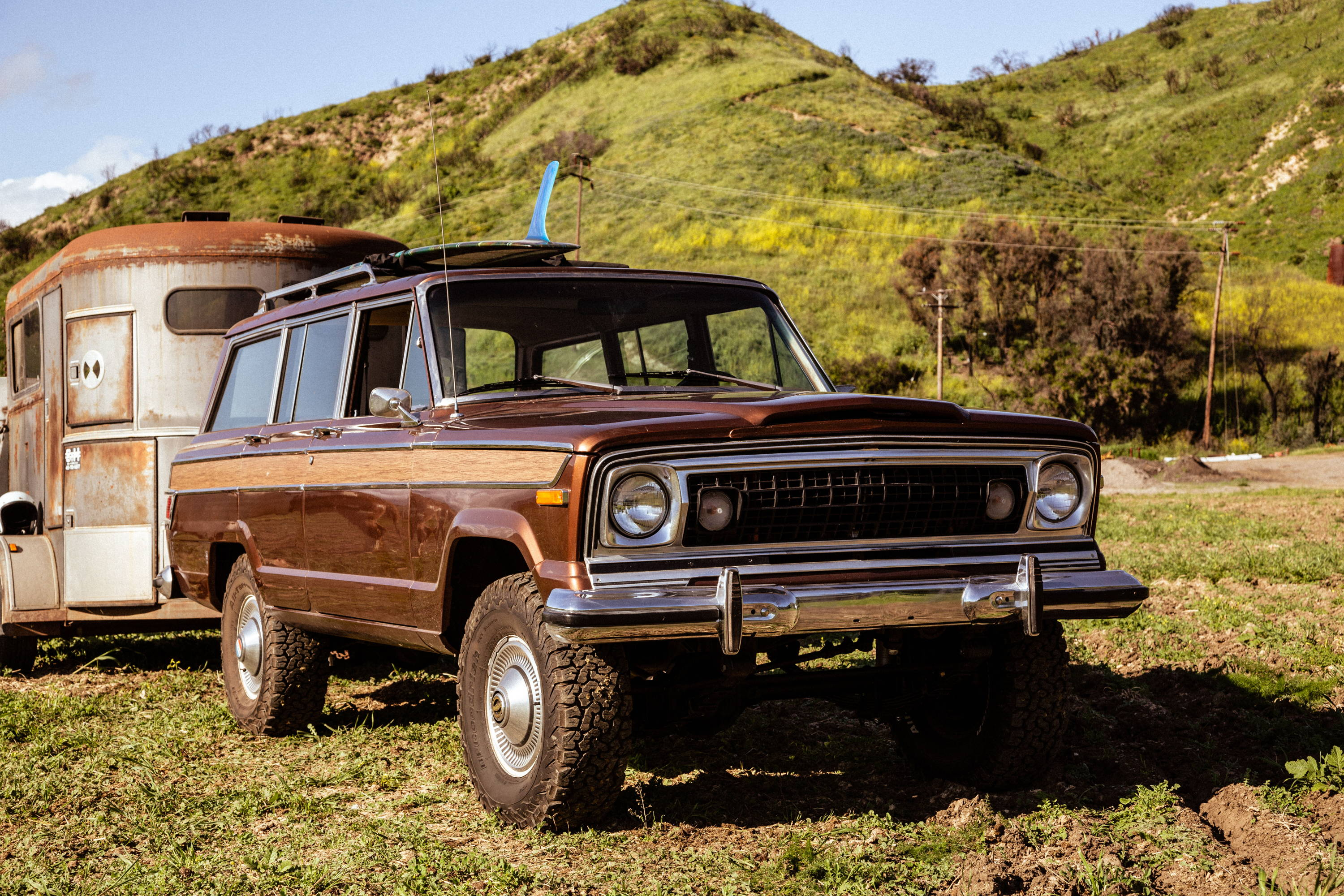 New Legend 4x4 x Iron & Resin 1978 Jeep Wagoneer with Front End Nostalgia
