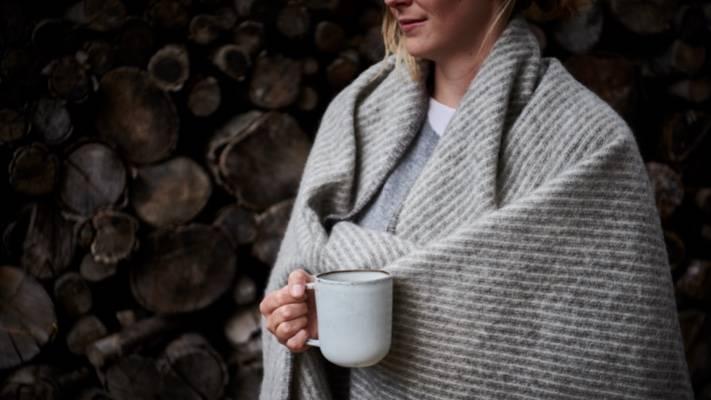 Weiche Wolldecke in Grau