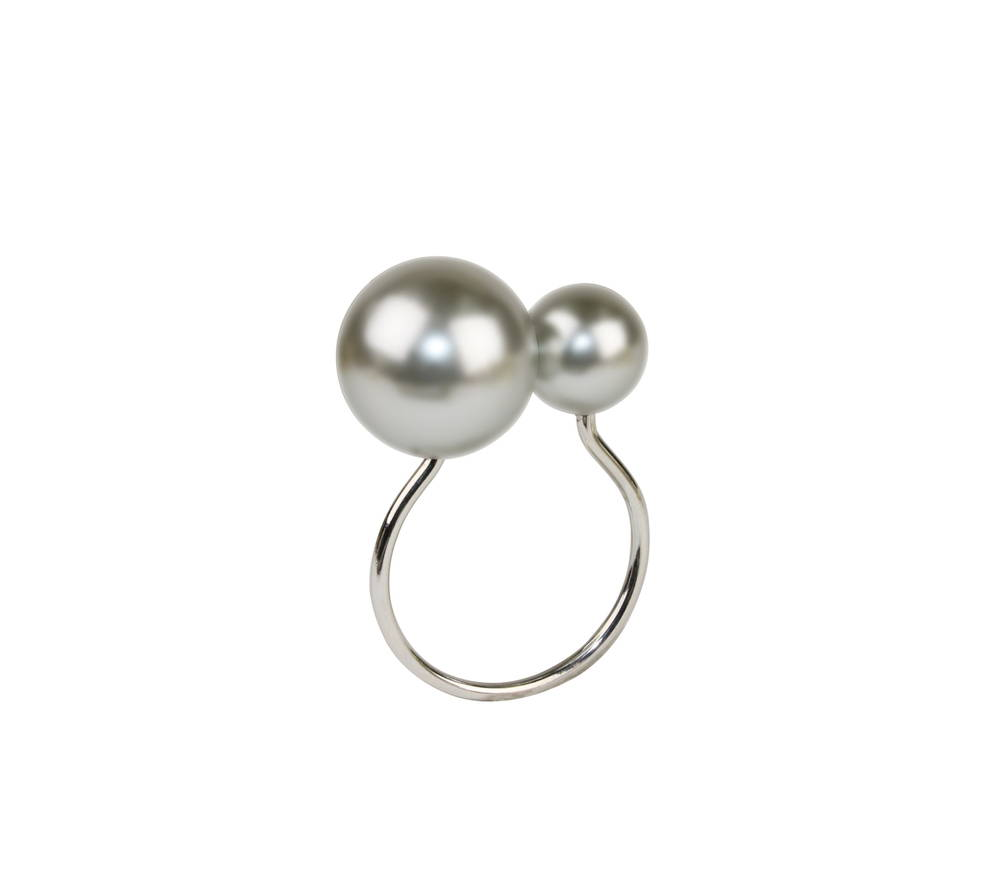 PEARL NAPKIN RING IN GRAY & SILVER