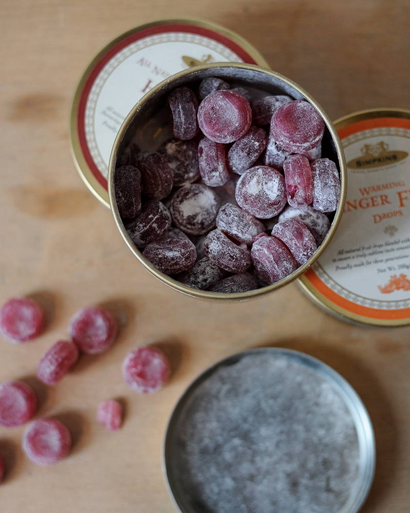 Open tin of Simpkins Mulled Wine Flavour Travel sweets