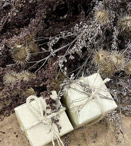 weihnachtliche und nachhaltige Geschenkverpackung durch LagerPlus