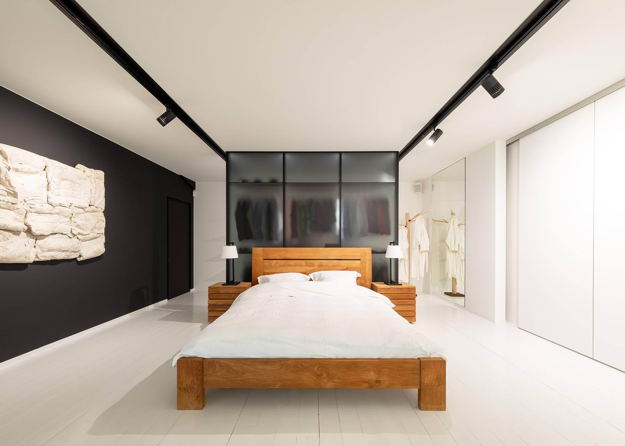 Walk-in closet bedroom separation