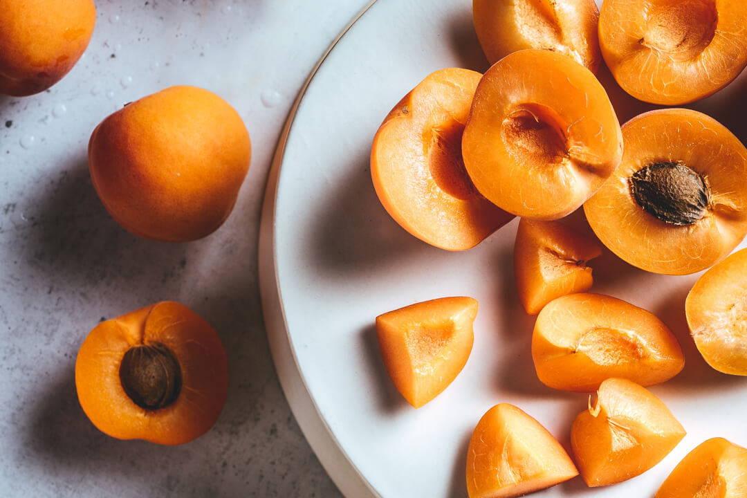 Aprikosenkernöl zaubert irritierter Haut wieder gute Laune | Five Skincare