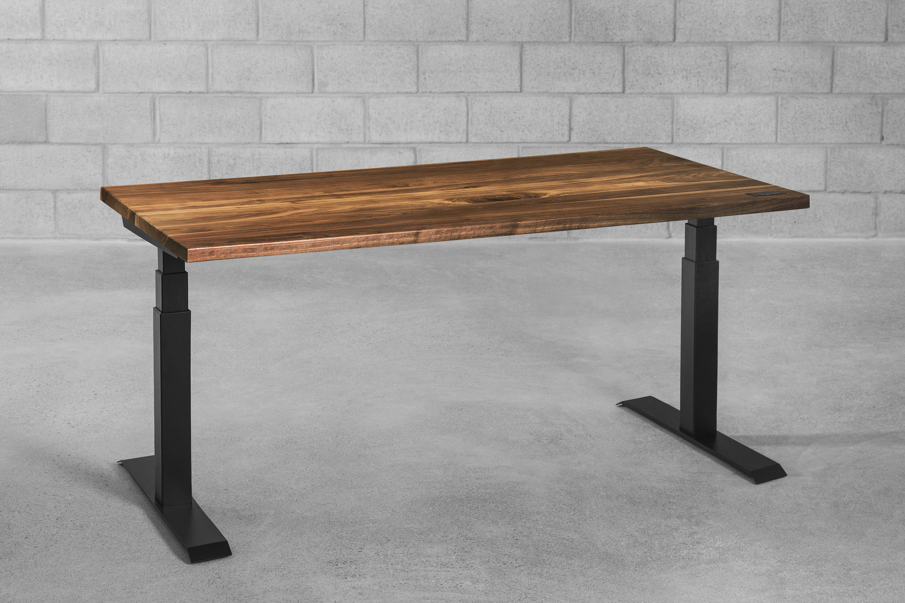Sway sit-stand desk - walnut - ergonofis
