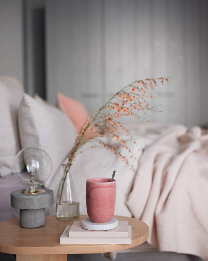 Bedside table with concrete lamp and pink stoneware Malhou mug