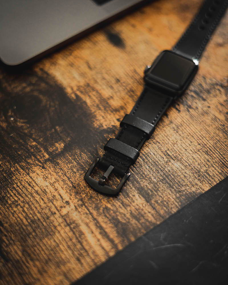 black leather iwatch strap by olpr.