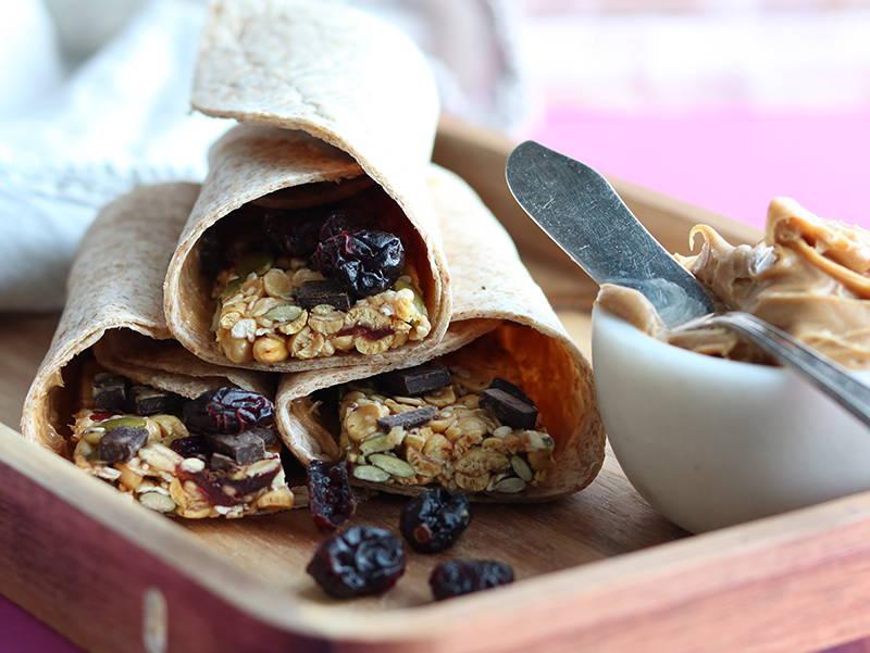 Recette de wrap déjeuner rapide avec les barres quinoa et fruits et de Isabelle Huot Docteure en nutrition