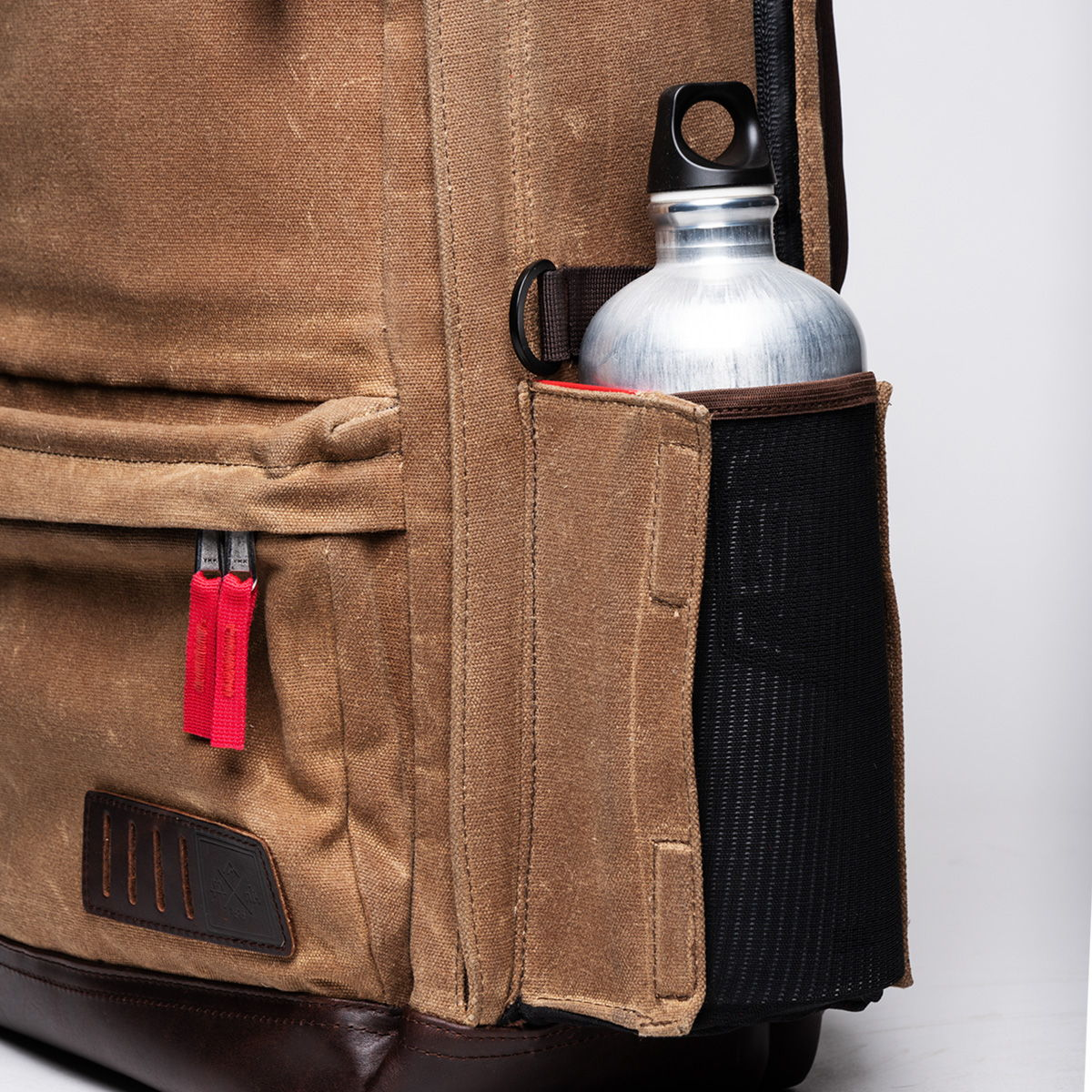 Magnetic bottle pocket