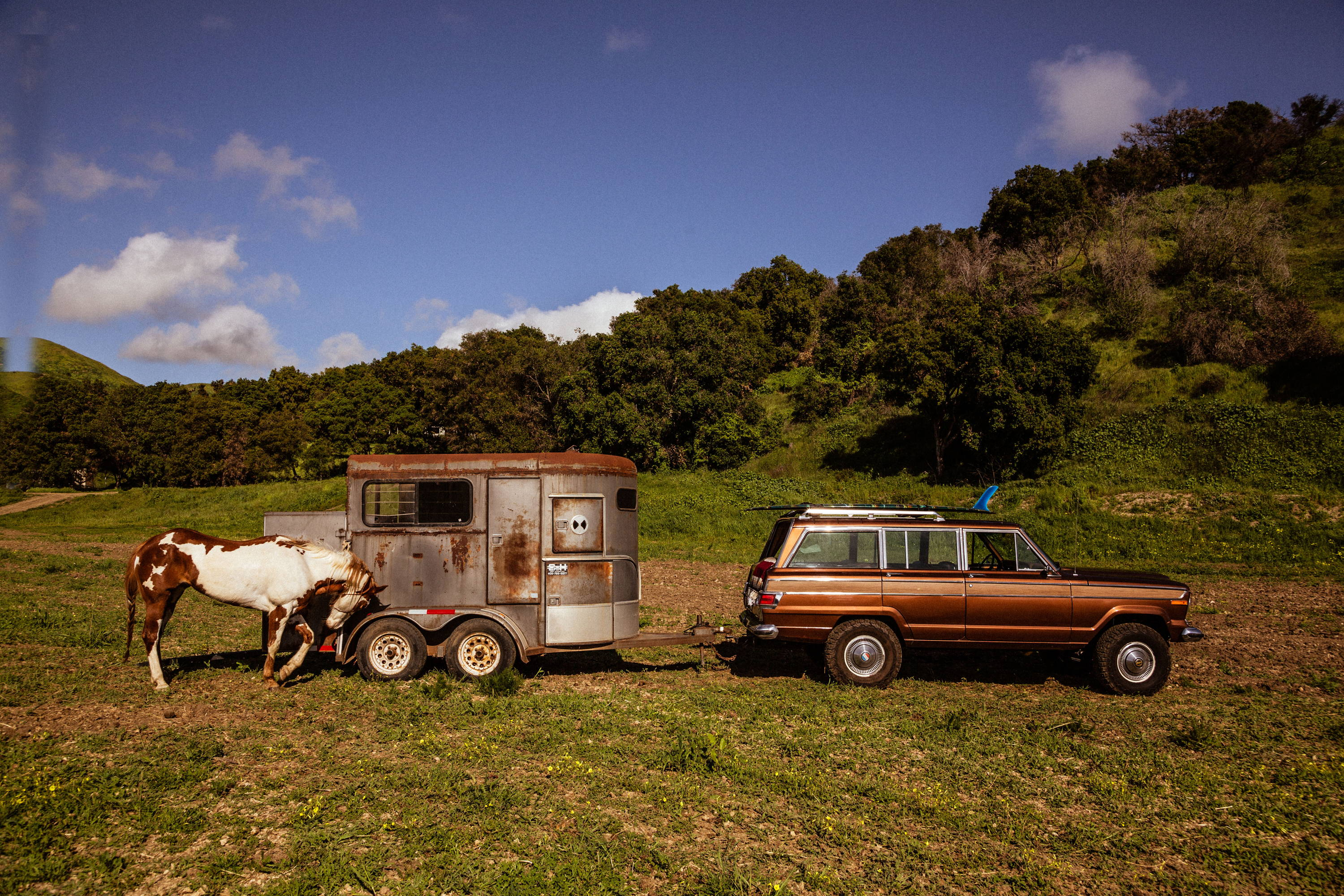 New Legend 4x4 x Iron & Resin 1978 Jeep Wagoneer with Vintage Horse Trailer In Ventura, CA