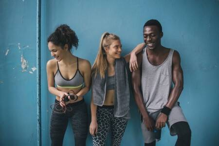 Junge Leute beim Workout