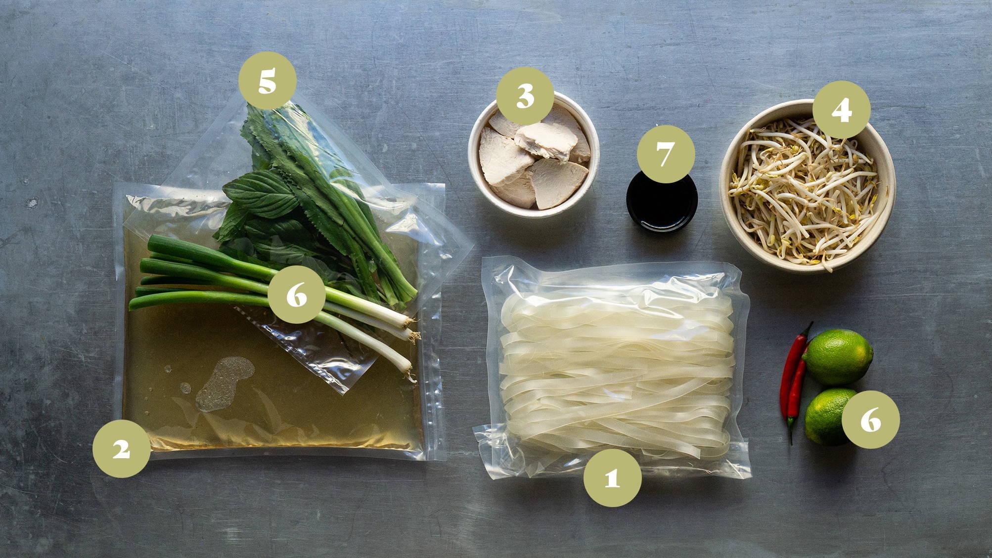 Opskrifter og vejledning til Pho Gá - Kylling nuddelsuppe med kylling, nudler, bønnespirer og thai basilikum.