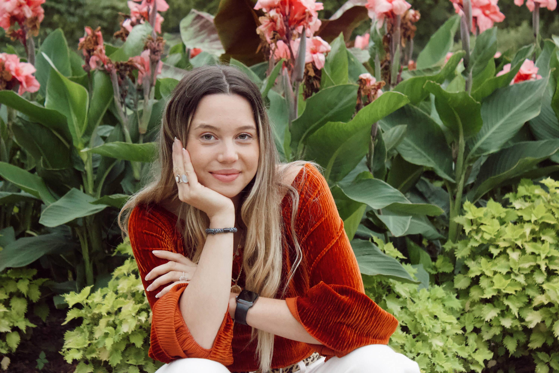 Author Caroline Nicks