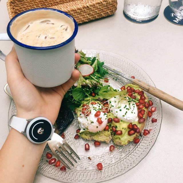 woman wears doppel near breakfast