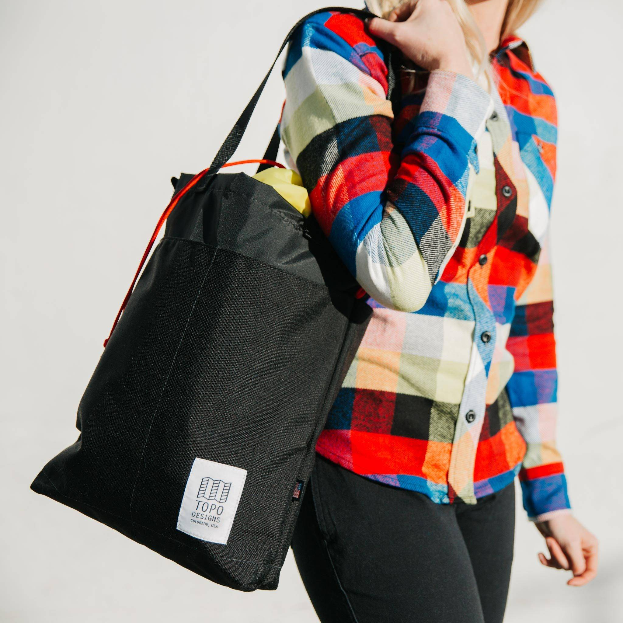 Carrying it all is a cinch. 4ab137991