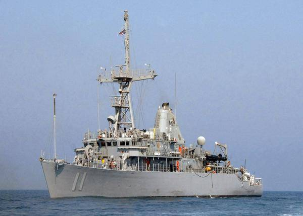 AVENGER-CLASS MINE COUNTERMEASURES SHIP