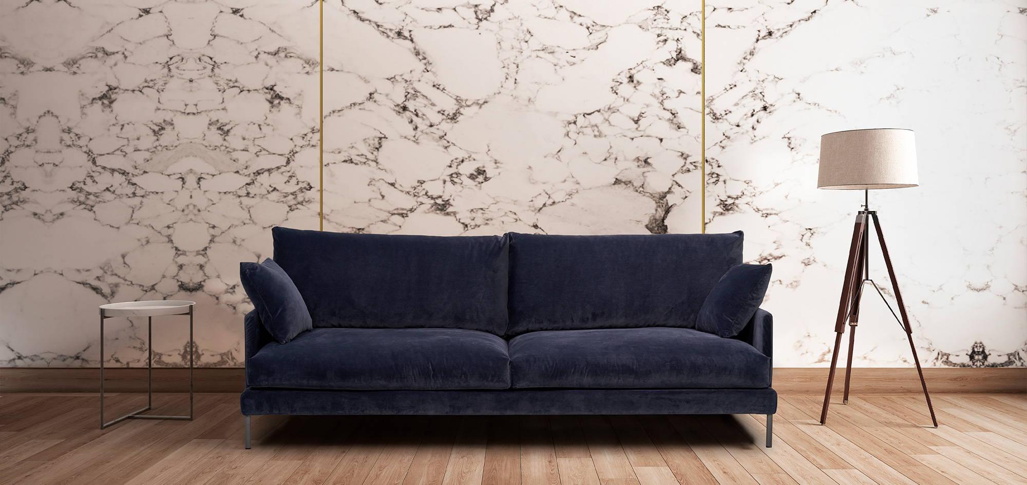 Luca-sohva sinisellä kankaalla. HT Collection
