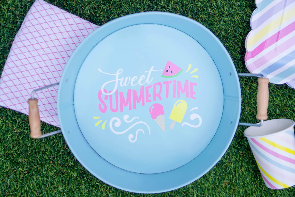 DIY summer tray with Craftables adhesive vinyl