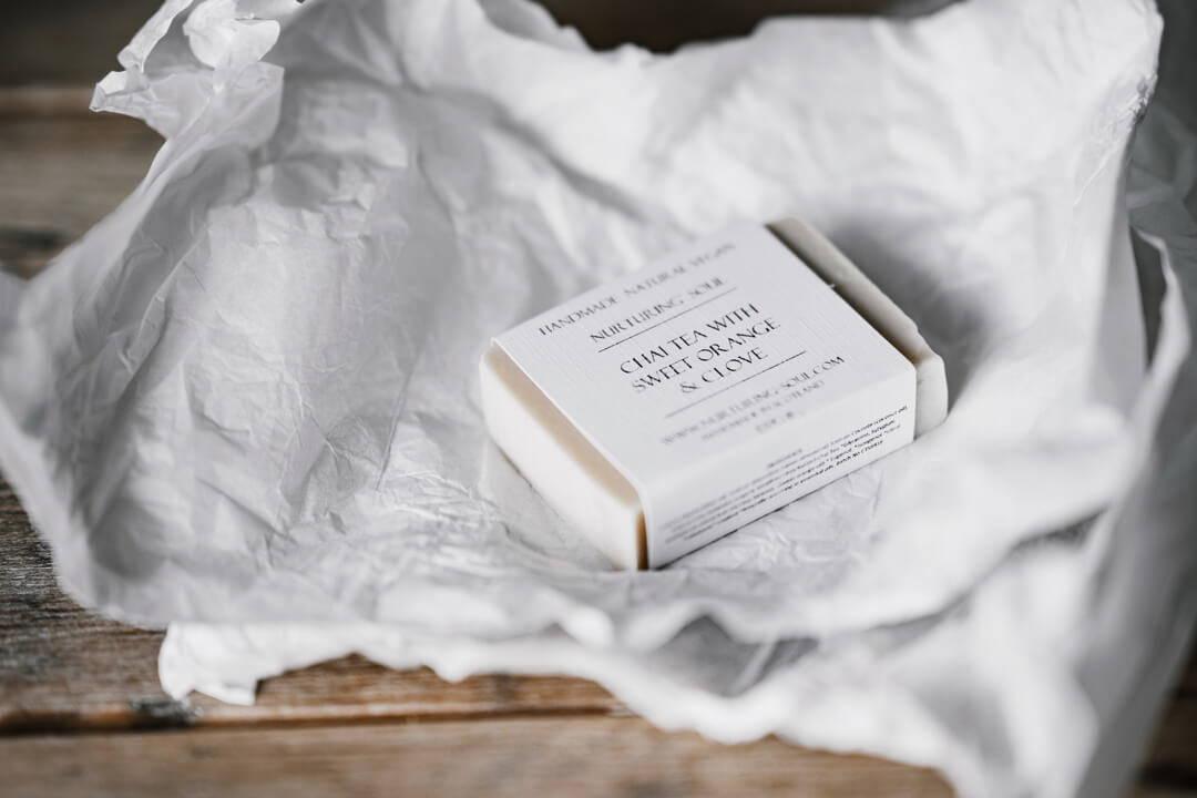 Handfeste Tatsachen: Dusch-Bars, festem Shampoo und Stückseife | Five Skincare