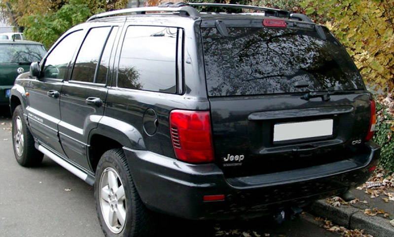 Jeep Cherokee with Red Lamin-x tail light film covers