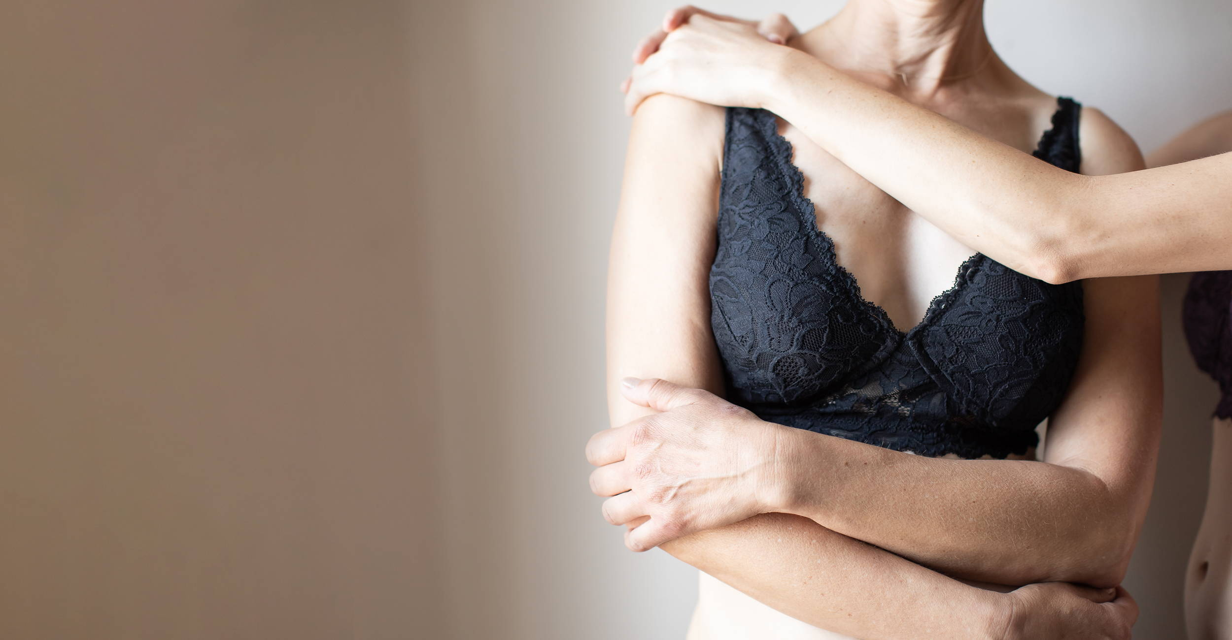 Woman wearing the Mastectomy Everviolet Vela Pocketed Bra