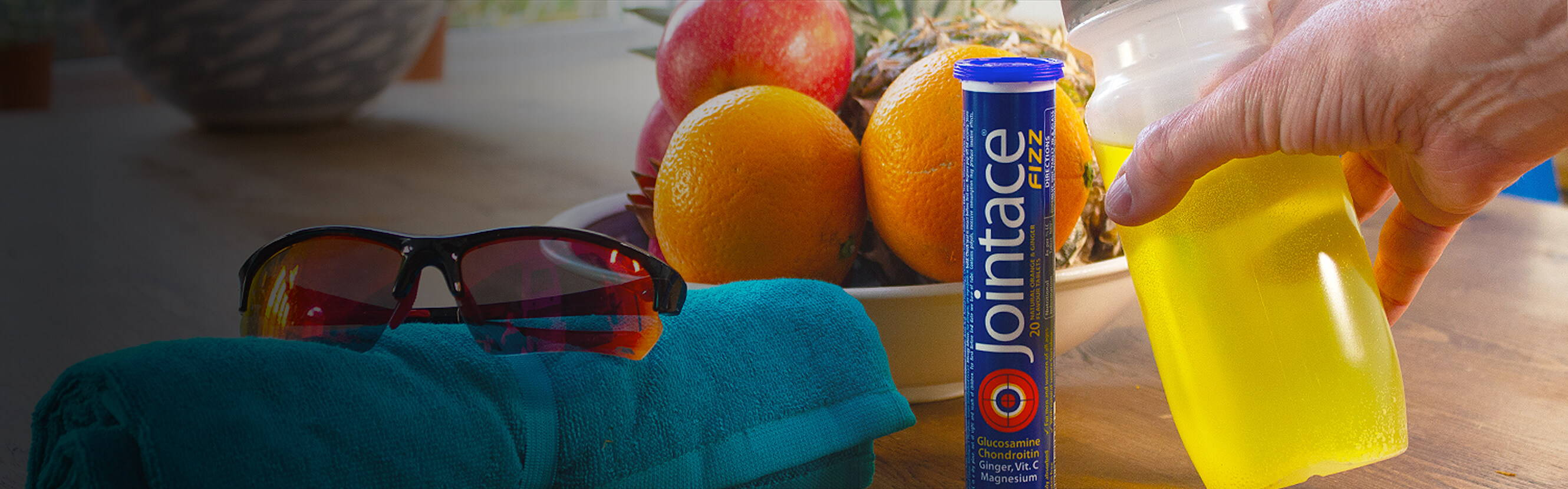 An active life is about vitality, energy and living life with a with a certain sparkle. Jointace Fizz gently dissolves to make a fresh, light, orange and ginger drink that's full of nutrients from Vitamin C to Ginger Root extract, one of the world's most popular botanicals.