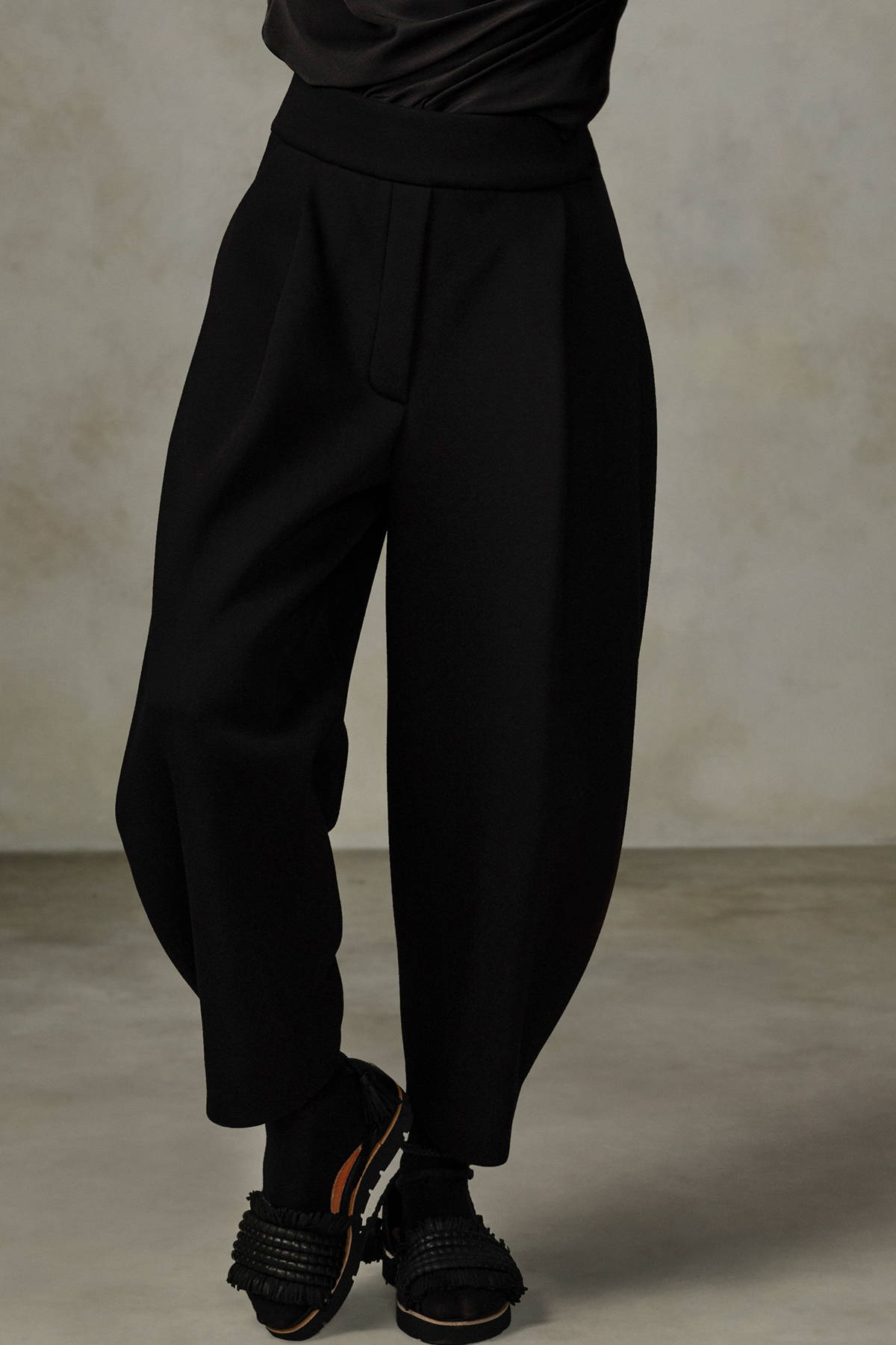 SCULPTED TROUSER