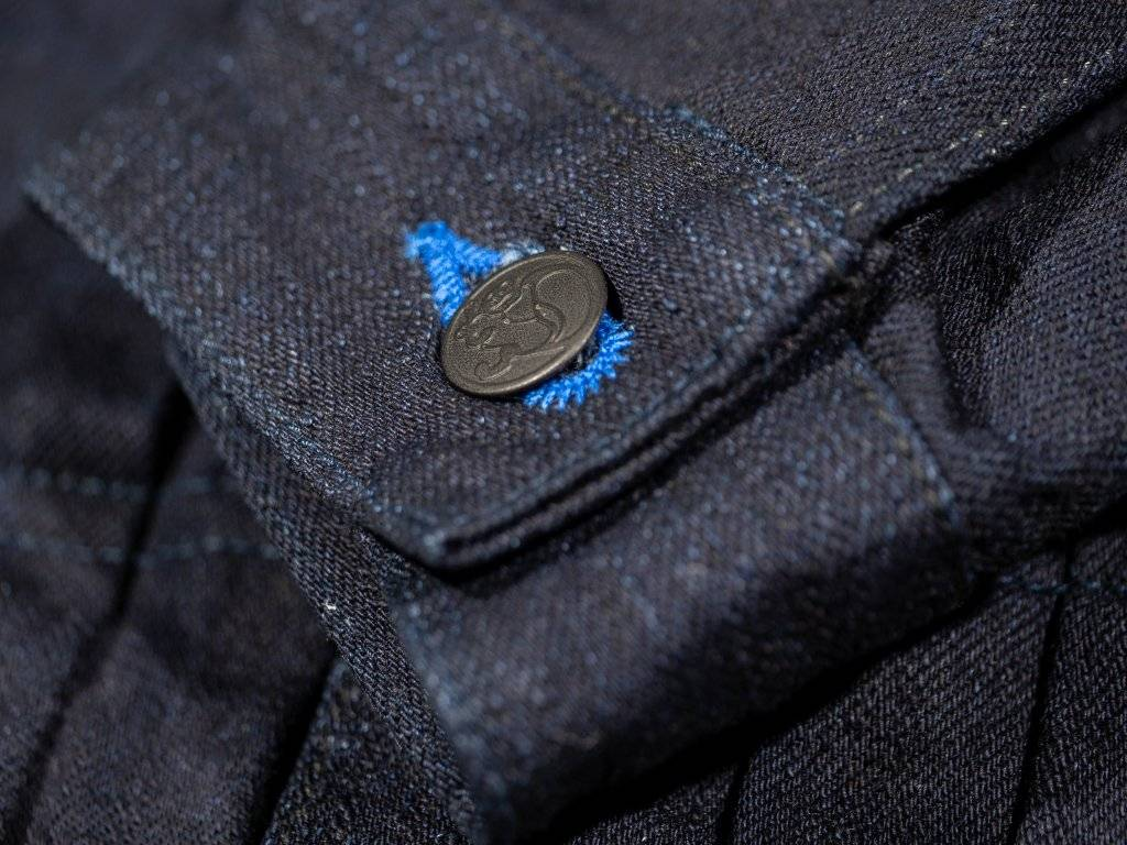 tanuki jeans jacket button hole electric blue detail