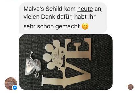 LOVE Schriftzug hergestellt aus hochwertigen gebürsteten Edelstahl, das O ist dargestellt als eine Hundepfote, darauf der Name des Hundes eingraviert