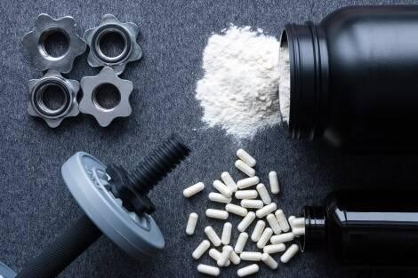 Comparatif de BCAA : que choisir entre poudre et gélules ?