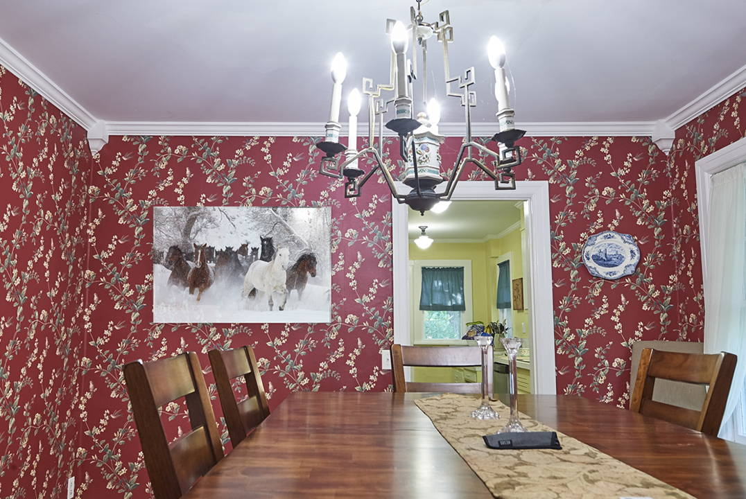 horses photo print in dining room