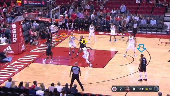 Extra pass for a dunk