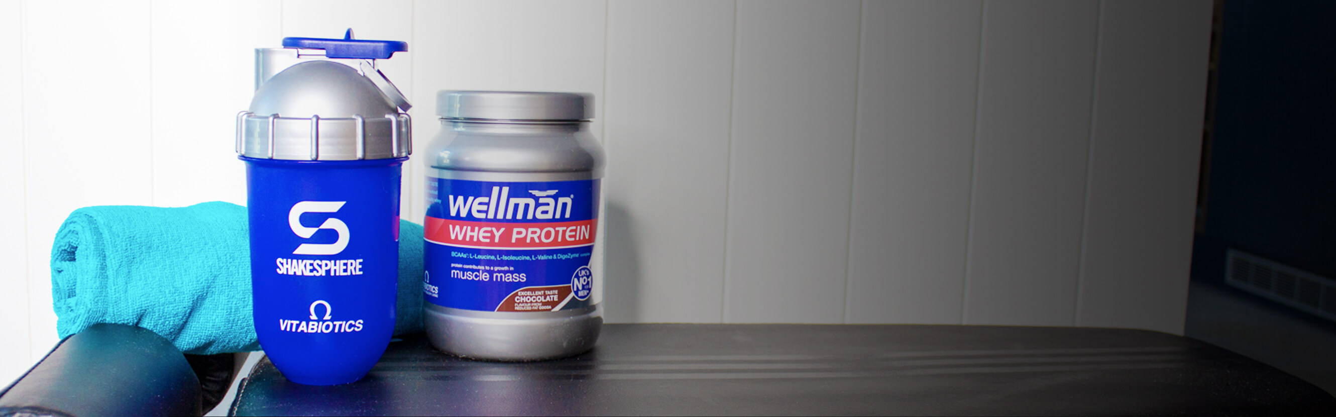 The one shaker you need. The Wellman ShakeSphere's innovative capsule design means there's no build up of powder and no need for a shaking ball either. No trapped bacteria to create bad odours. Just effective mixing, easier carrying and a smart design that works for protein powder and soft fruit alike.