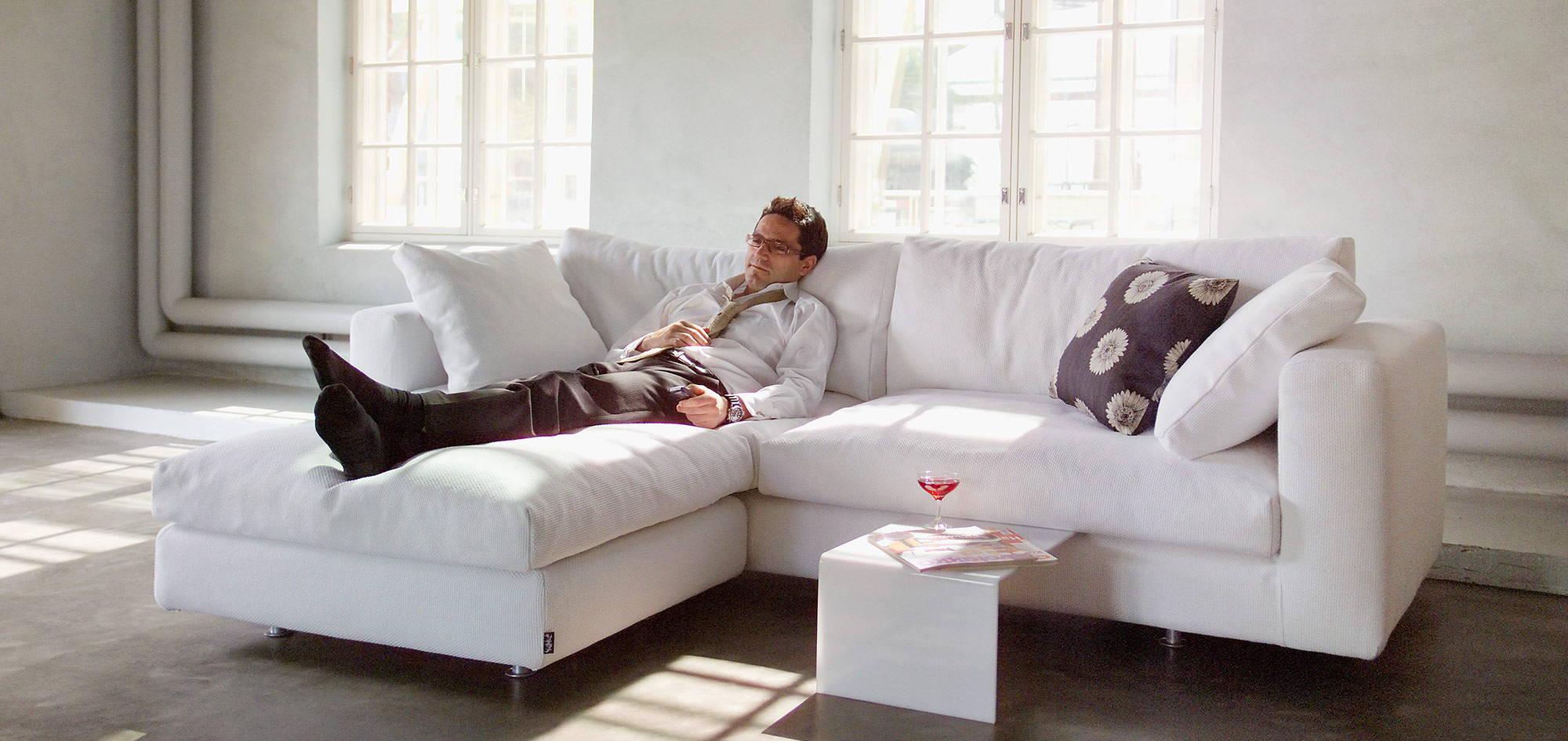 Elle-divaanisohva, valkoinen kangas. HT Collection