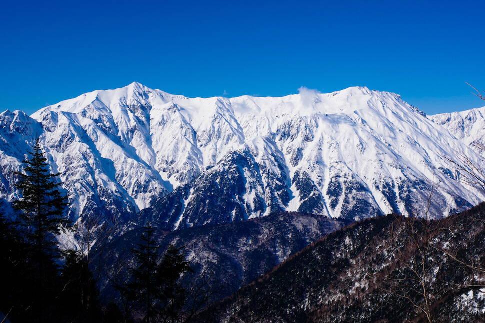 全天候型一眼レフ【PENTAX K-70】で捉える、雪山の景観美。