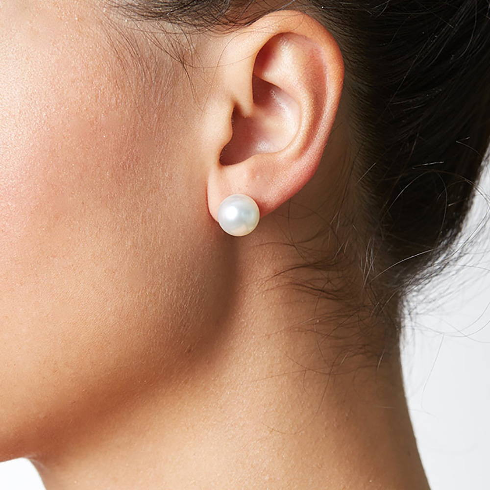 10-11mm pearl stud earrings on a model