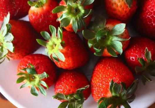 Strawberry, Lemon and Honey Mask