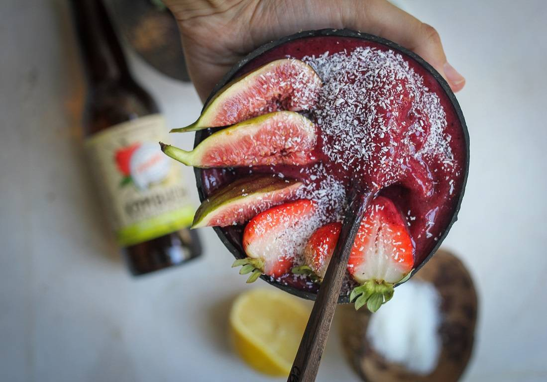 Immunity boosting kombucha smoothie bowl