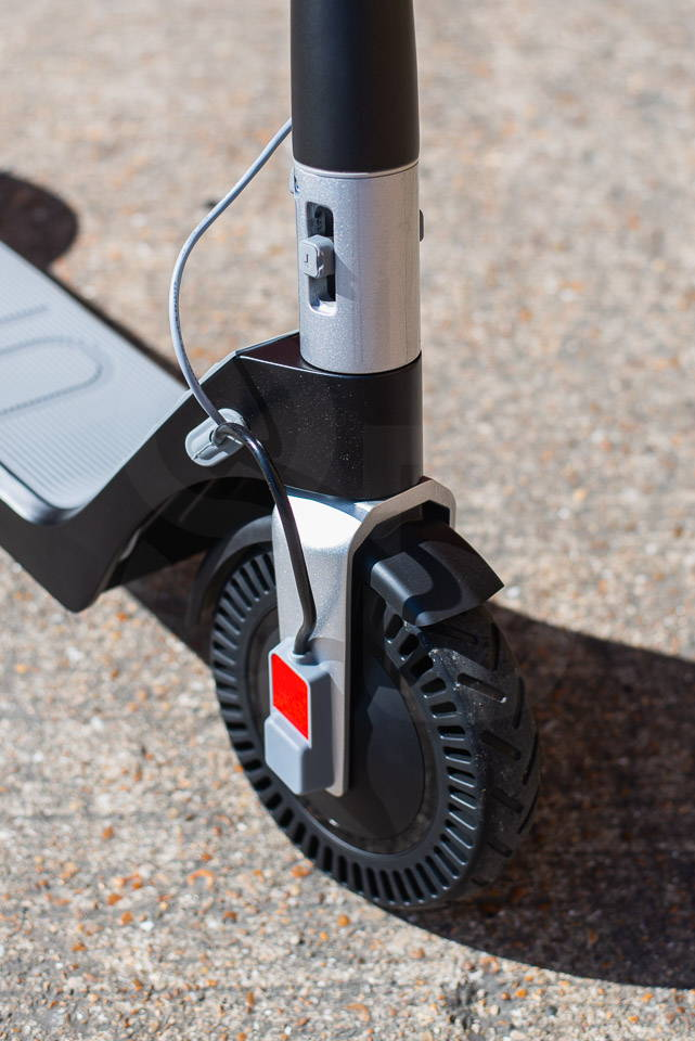 Unagi Model One Scooter Review 細節鉸鏈關閉