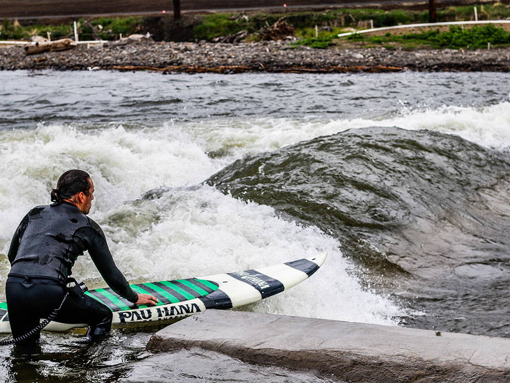 SURFING IN BEND WITH A SUP
