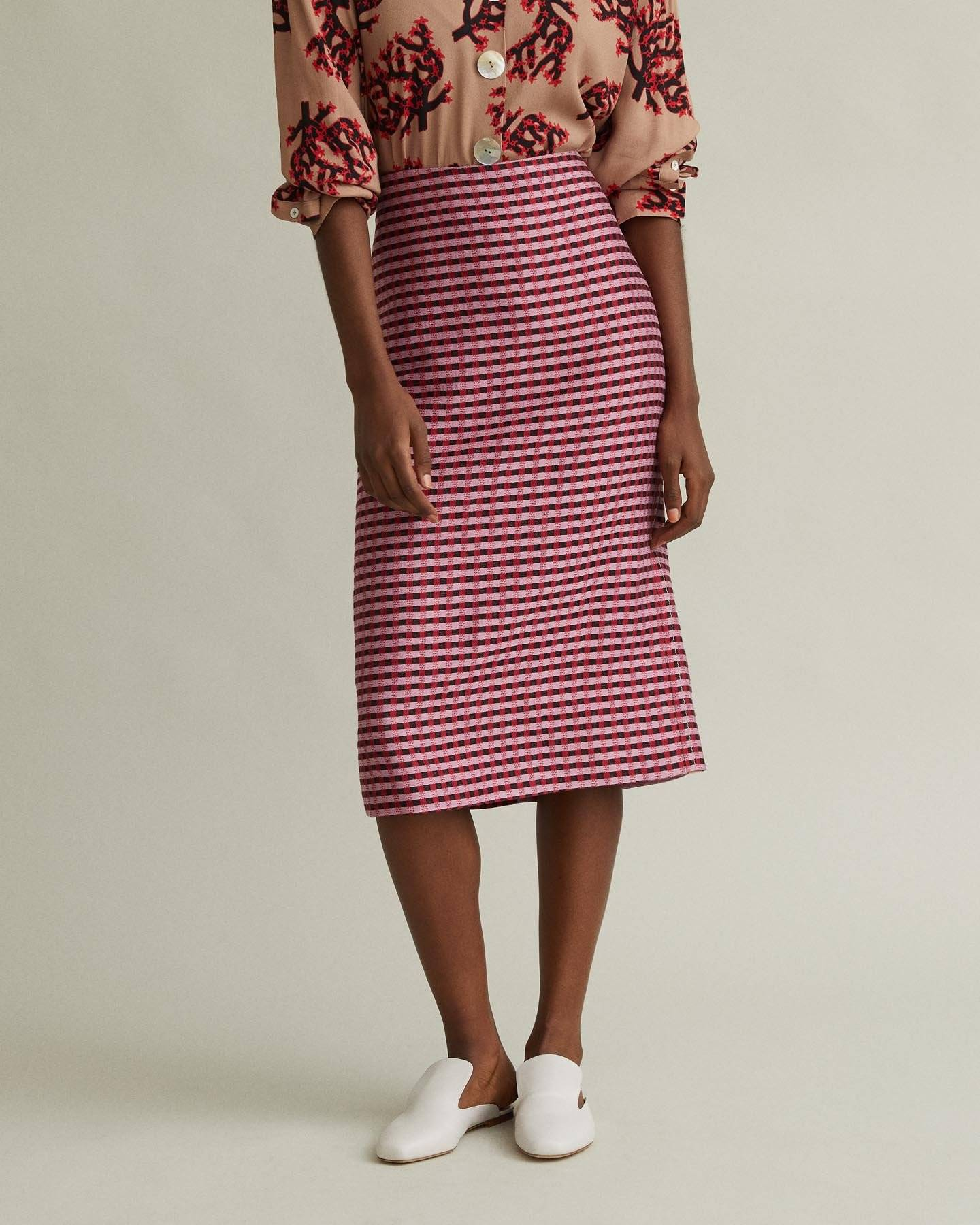 /products/midlength-check-pencil-skirt