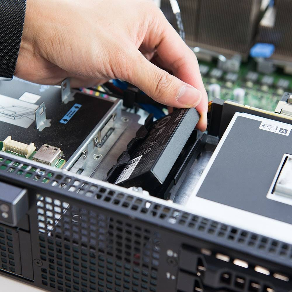 Installing the RAID battery in the Dell PowerEdge R710 server
