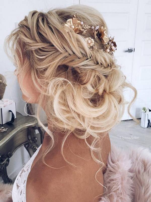 Bride with a curly updo