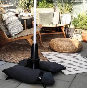 Baser Sonnenschirmständer dunkelgrau Sandsäcke Fliesen Terrasse Garten Möbel Schatten