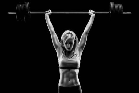 Durch Krafttraining bauen Frauen Muskeln auf