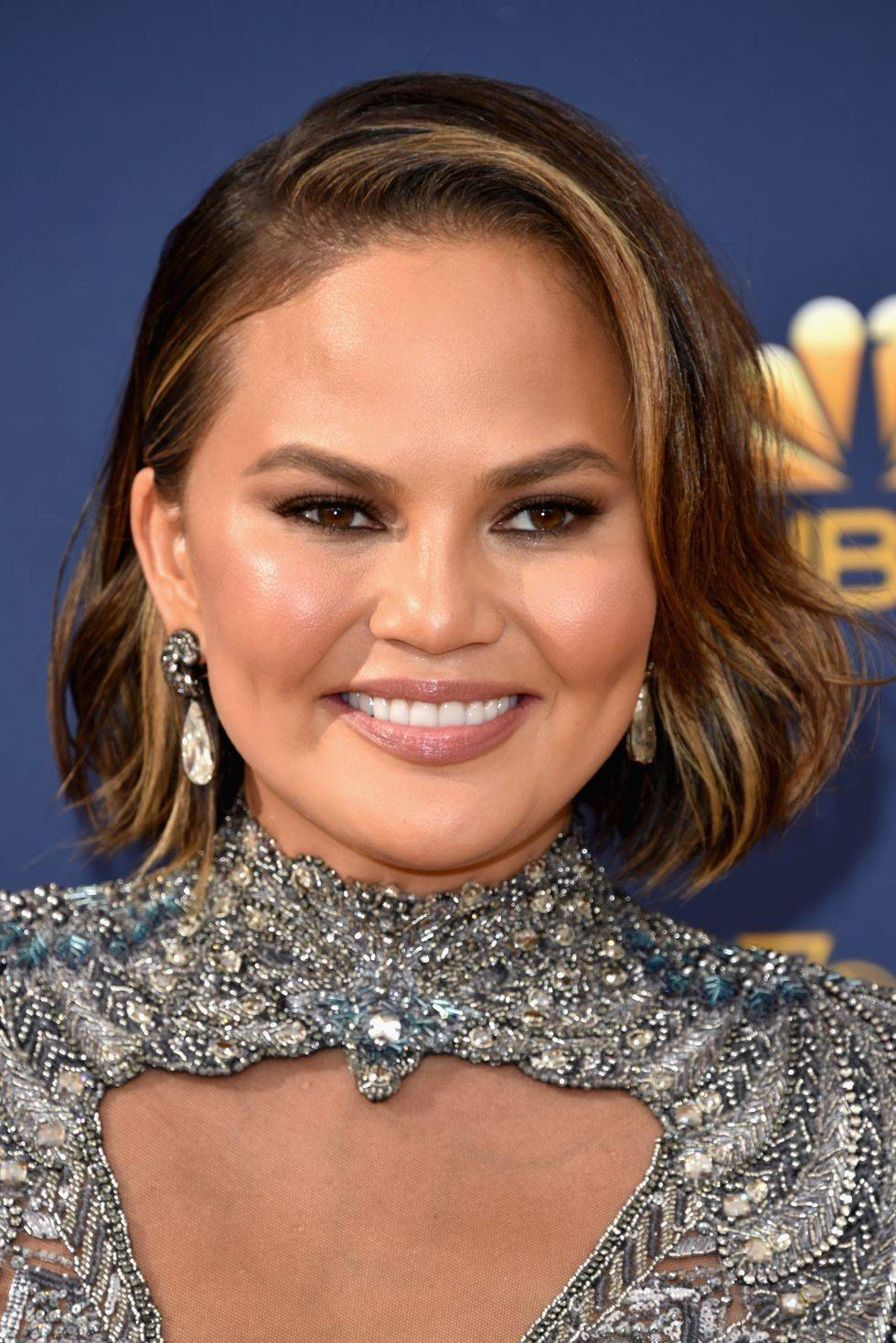 Chrissy Teigen sleek waves