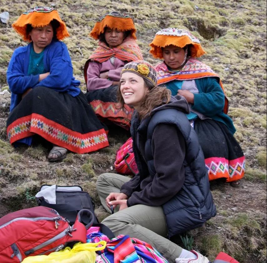 Photo by Katie Larone of Ashli Akins & Pitukisha weavers near Pitukiska, Perú.