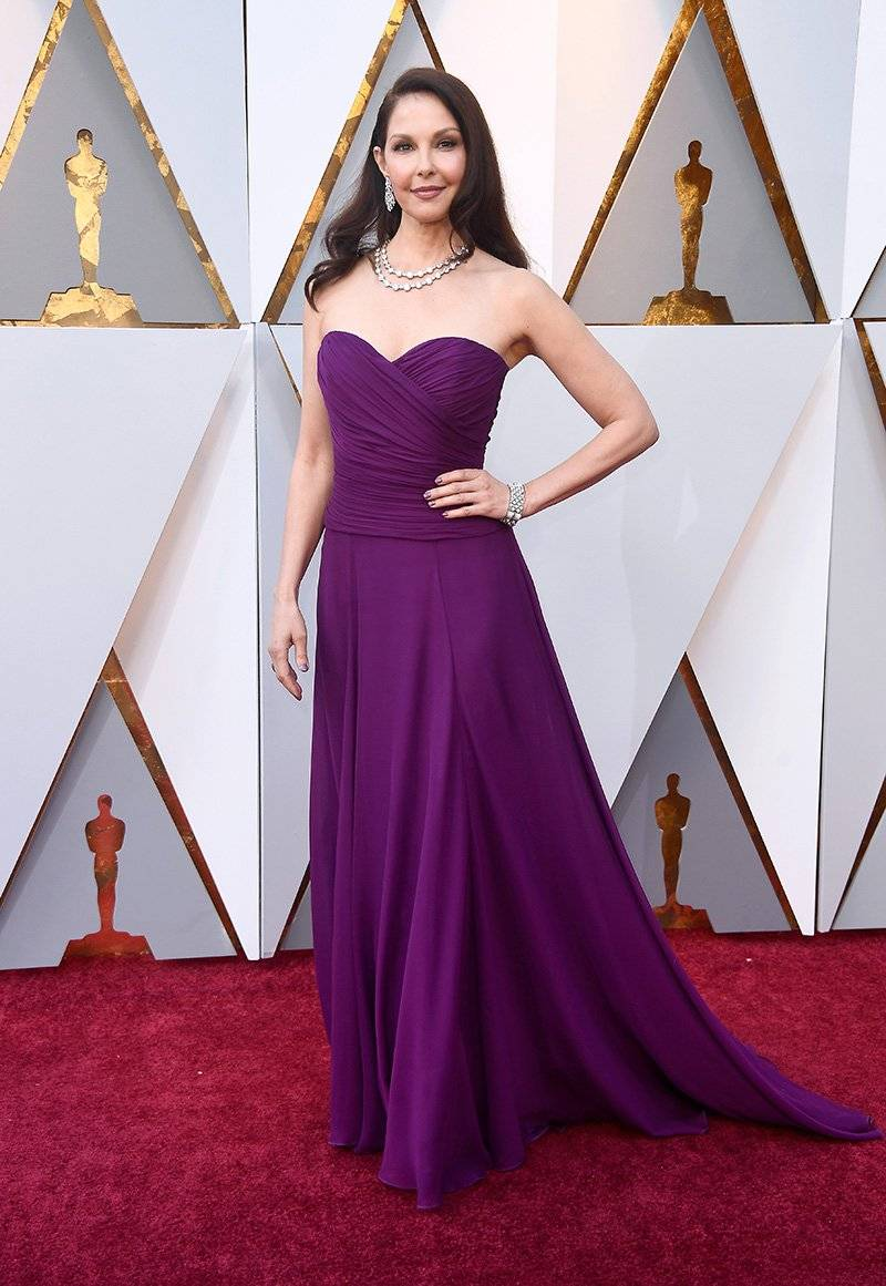Ashley Judd in a custom Badgley Mischka Couture amethyst georgette strapless gown at the 90th Annual Academy Awards.